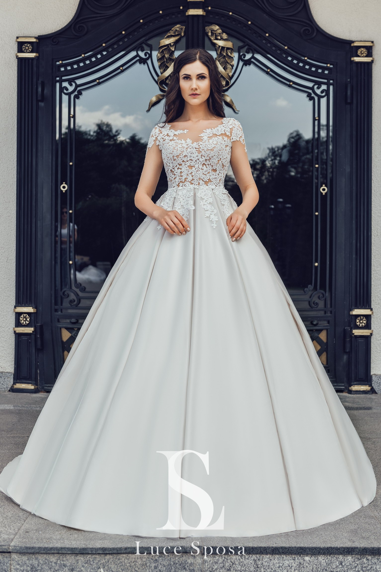 Wedding Dresses «Carnelia»-2